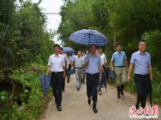 安庆市委常委、政法委书记章松到潜山督查防台