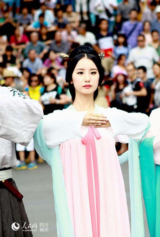 都江堰版'刘亦菲'梦回汉朝 网友惊叹:太像!