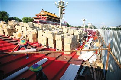 天安门广场开搭阅兵临时观礼台 中山公园开始免票