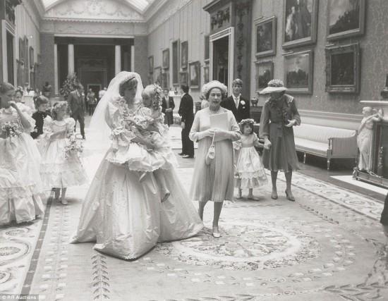 戴安娜王妃大婚罕见照片曝光