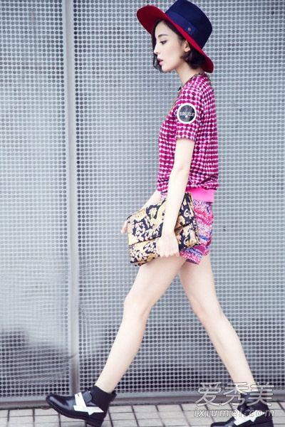 古力娜扎最新街拍 私服搭配清新活泼图片