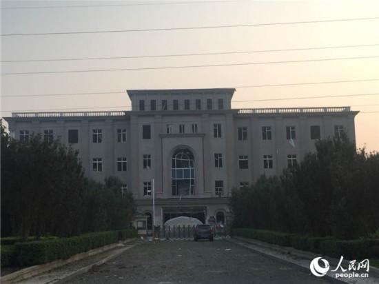 天津危险品仓库爆炸 距爆炸中心五百米处一片狼藉(图)【2】