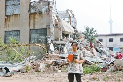 女子外出旅游房子变废墟 事发一月仍不知谁拆的