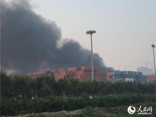 天津危险品仓库爆炸 距爆炸中心五百米处一片狼藉(图)【6】