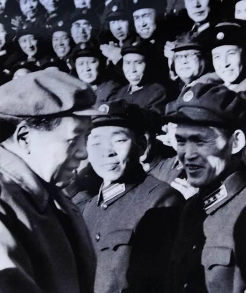 1963年,阴法唐作为召开全军政工会代表之一,接受了毛泽东主席的接见。