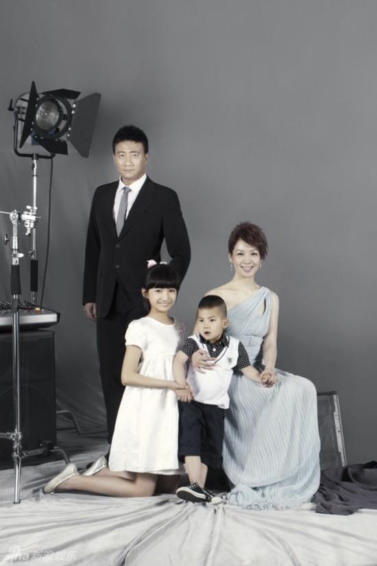 霸道总裁胡皓康迷倒观众 揭胡军与老婆20年