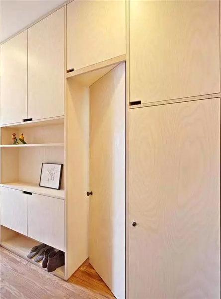 实用隐形门设计帮你忙          隐形门往往与房间装饰融为一体.