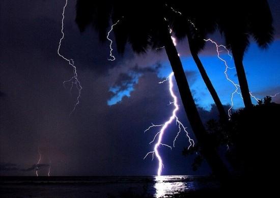 """委内瑞拉""""闪电湖"""":一年260天有闪电"""