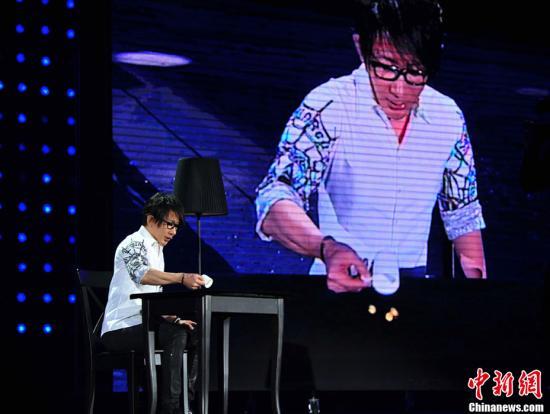 刘谦升级当爸爸妻子产下男婴(图)