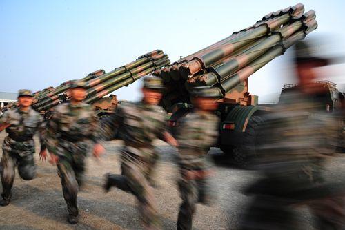 动态远程火箭炮发射图片_广州军区炮兵团赴实战训练远程火箭炮实弹发射