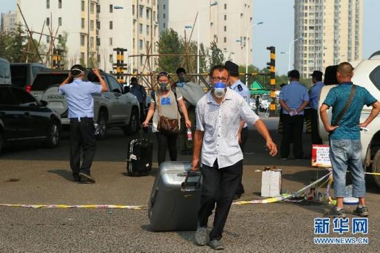 """(天津港""""8・12""""事故) (1)万科海港城居民有序返家取物"""