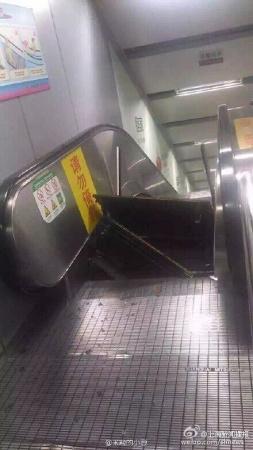上海地铁一扶梯运行中梯级突然跳起无乘客受伤
