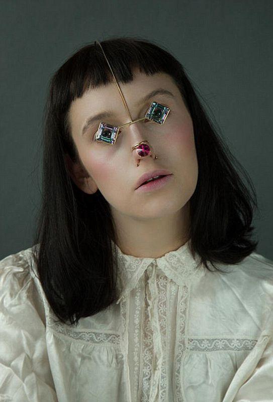 日本设计师试图开创脸部珠宝新潮流