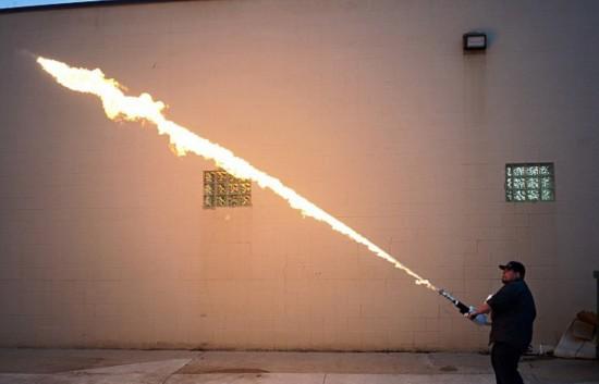 美公司向民众出售火焰喷射器引发争议