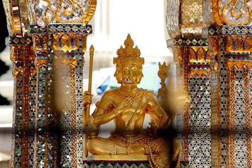 曼谷四面佛重新对外开放专家紧张修复佛像