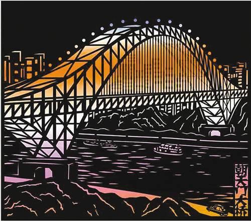 剪纸作品《重庆夜景—朝天门大桥》. 受访者供图-平面剪纸剪出三图片