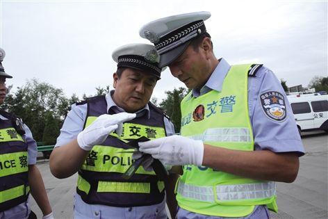 两省高速交警联查假牌假证