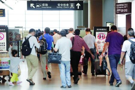 近期乘飞机应留足更多的时间以免误机。/晨报记者 殷立勤