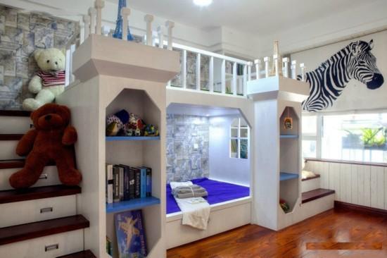 兒童家具選購誤區: 誤區一:色彩越艷越好 有些消耗者尤其喜愛把居室打扮得五光十色,因而正在選購家具時,也喜愛取舍色彩較艷的,以至是色彩越艷越好。尤其是關于喜愛黑白的嬰兒來說,能夠更喜愛這種家具。殊沒有知,嬌艷的色彩常常是經過貼膜、油漆等形式完成的,能夠重非金屬含量較高,對于嬰兒能夠形成中傷。