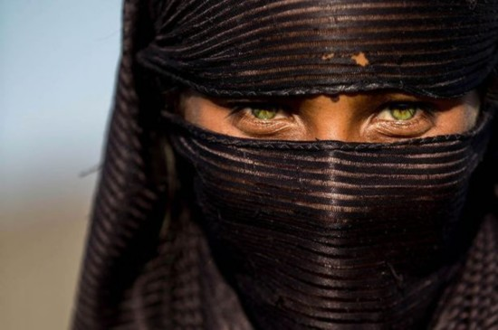 法国摄影师为越南人拍肖像照表现心灵之美
