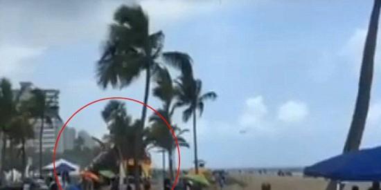 """墨西哥海滩惊现""""龙吸水""""场面壮观震憾【3】"""