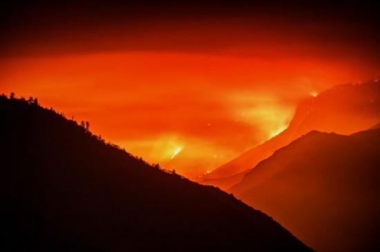 美加州熊熊林火火光冲天如炼狱
