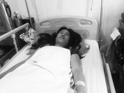 女子骑车途中被撞脑出血 家中没钱已停药1周