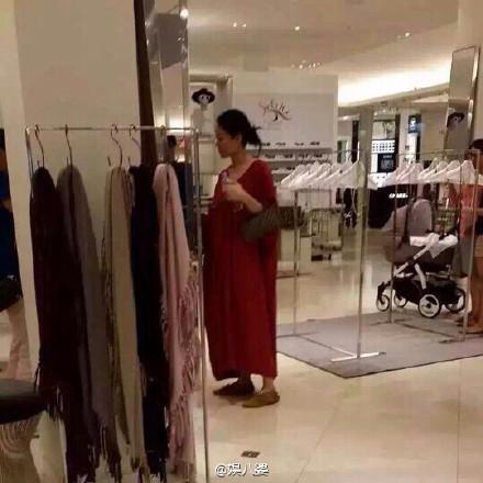 天后怀孕也爱逛街 王菲穿衣搭配时尚谁人能懂