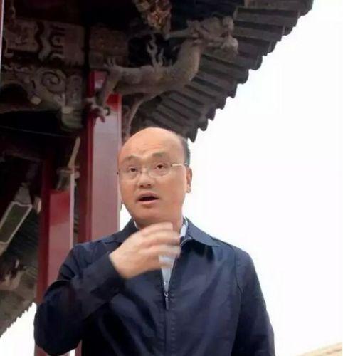 故宫博物院藏传佛教文物研究所所长罗文华在接受�t望采访 王军 摄