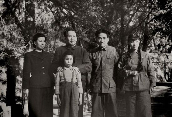 中共40位领导人绝版全家福:邓小平林彪万里