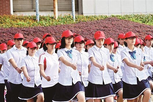 高中女生军训不穿迷彩穿女生褥子裙子小的图片