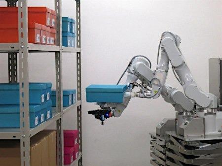 日本推出可行走物流机器人可轻松装卸货物(图)