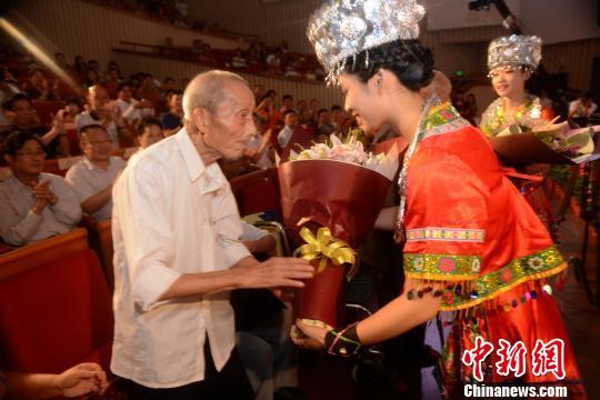 留念抗战成功70周年云南籍歌手湖南献唱