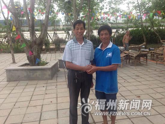 73岁老汉智勇双全救起溺水者 体力不支先抛泡沫