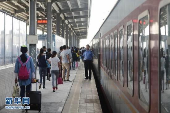 青藏铁路暑运客流增幅居全国第一