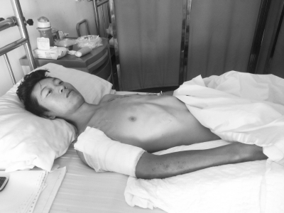 男子工地坠落摔伤 老板仅支付万余元医药费