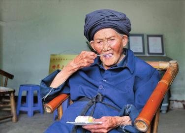"""118岁寿星体藏""""好基因""""每天三顿必吃回锅肉"""