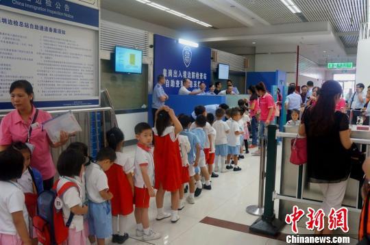 深圳边检上半年查验深港走读学童超590万余人