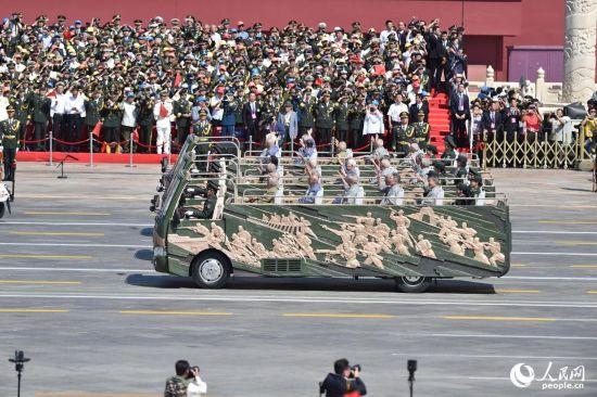 抗战老同志乘车方队是目前健在的国共两抗战老兵我我和国民