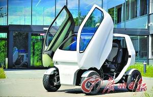 自动泊车像螃蟹 德产智能电动车横着走