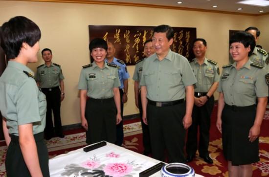 盘点历届中共中央领导人的珍贵戎装照图片