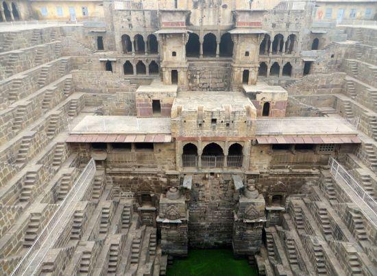 地下宫殿奇观:不为人知的印度阶梯天井