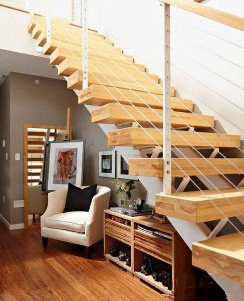 阁楼楼梯虽然没有十分准确的装修风格的区分,但是也是很考验设计师的图片
