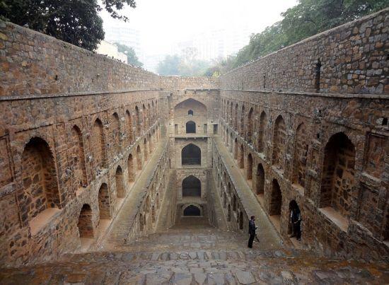 抽烟女囹ki9��_地下宫殿奇观:不为人知的印度阶梯天井