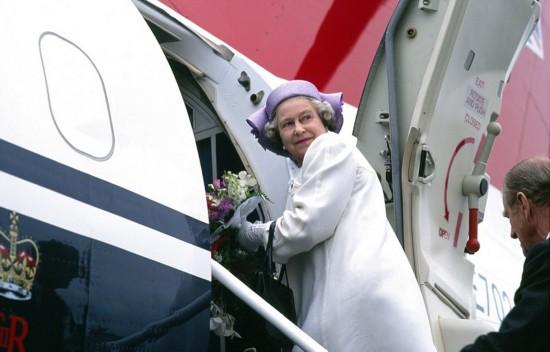 英摄影师发布早年女王稀有生活照
