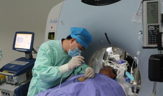 精确分辨胰腺周围结构及穿刺路径周围的重要脏器和