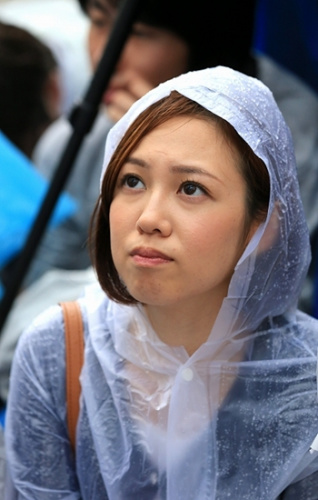 雨中的抗议者。