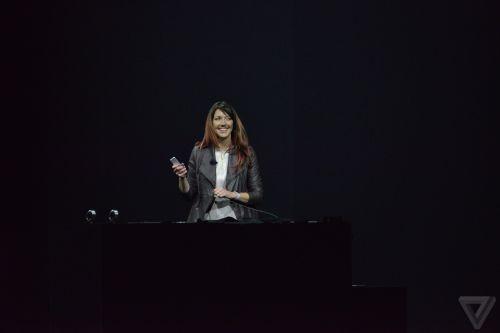 女高管介绍新一代机顶盒Apple TV