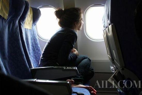 许多专家都表示机翼旁的座位因为靠近飞机重心