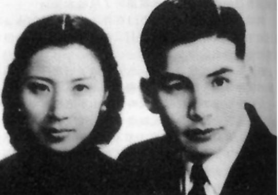 """張靈甫被譽為黃埔第一帥哥,但1938年的""""殺妻案""""讓他飽嘗了十年的牢獄之災。恢復自由身之后,張靈甫幸運的娶到了美女王玉齡,成就一段郎才女貌一時無雙的傾城佳話。"""